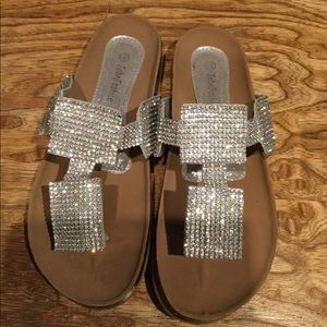 Gorgeous John Fashion rhinestone sandals sz 10